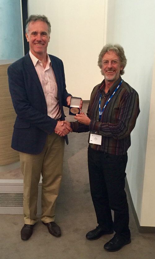 Richard Marais (CRUK, Manchester) awarded the 2016 Fritz Anders Medal by Ian Jackson (ESPCR President) at the IEO, at the 20th ESPCR meeting in Milano (Italy)